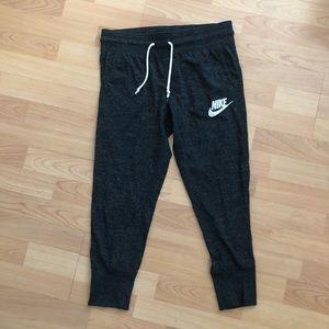 Women Nike capri pants, size small